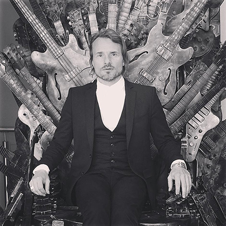 Hommages à Rory - Page 13 Nalle_colt_gibson_throne